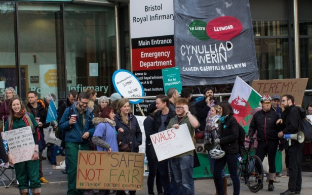 the-picket-line-at-bristol-royal-infirmary